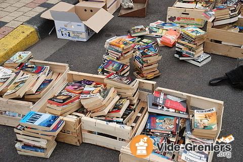Déballez et chinez du papier ! Livres, revues, papier de collection, timbres...